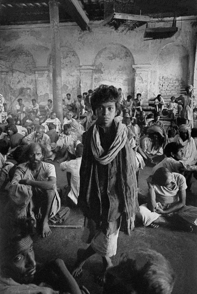 1962, Calcutta, beggar assembly