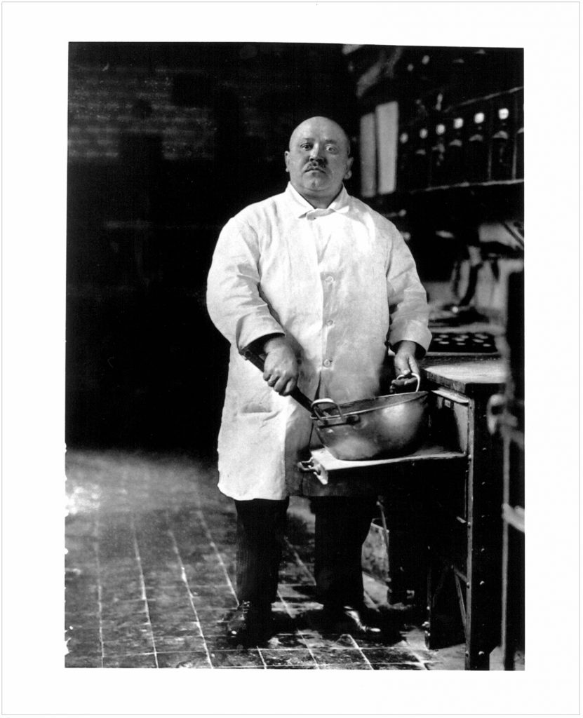 """Pastry Cook"" ; Cologne 1928. August Sander"