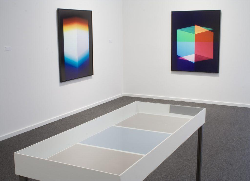 JESSICA EATON---- In vitrine: RON TRAN
