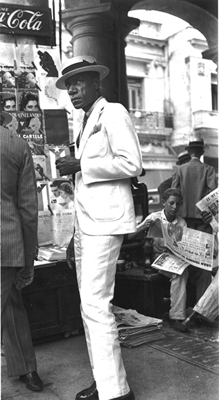 Walker Evans, Citizen in Downtown Havana, 1933. Edition 14/50. gelatin silver print (printed later)